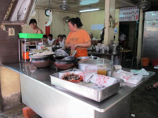 大勇街無名鹹粥(新町鹹粥):台南巷弄間的秘密早餐~【大勇街無名鹹粥】